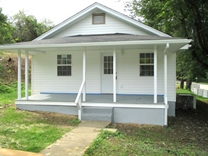 SOLD! 1050 Hwy 26  |  Newly remodeled frame house | 1 mile from WIlliamsburg City limits w/garage $58,500