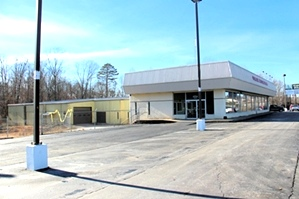 Sale pending! 14453 U.S. 25E, Corbin | 15,000 sf retail/service center on 1.6826 acres located 2.8 mi. off I-75 at Exit 29 on U.S. 25E.