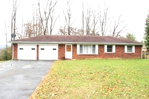 199 Forest Ave., Williamsburg | Large level lot with a brick home (1270 sf), 3 bdrms, 2 baths, full walk-out basement