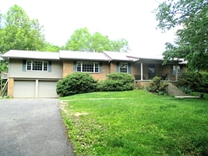 9 Mountain View Rd., Wmsbg | Multi-level home w/5 bdrms, 3 baths, living rm, dining rm, kitchen