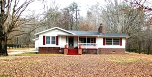 8498 Hwy 26, Rockholds | Three bedrooms, 2 baths, living room, eat-in-kitchen, barn, fenced $120,000