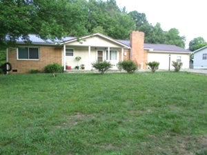 Sold! 747 S. Hwy 25W Pleasant View | One story brick home 1925 sf +/-.  4 bedrooms, 2 baths, living room, eat-in-kitchen, and laundry room.