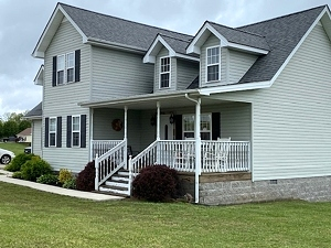 Salle Pending! 348 New Shiner Hill RD Williamsburg, KY 40769 | This 2233 SF +/- vinyl home sitting on a 2.2 acre lot with 3 bedrooms and 2.5 baths.